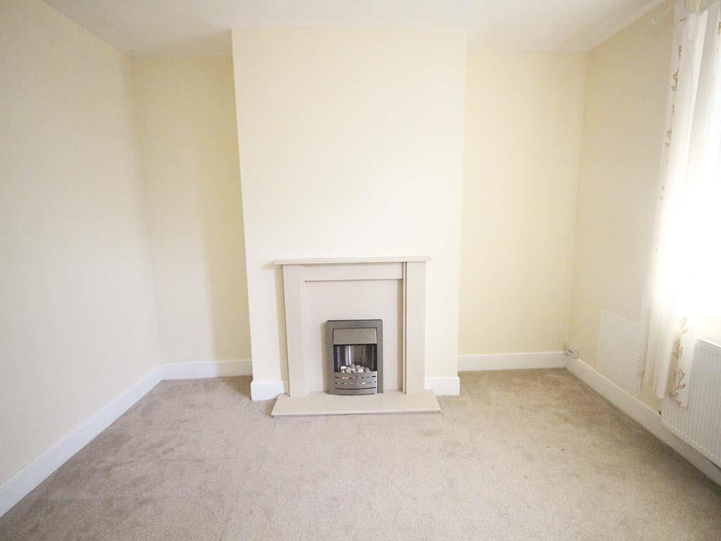 2 bedroom terraced house For Sale in Earby - Property photograph